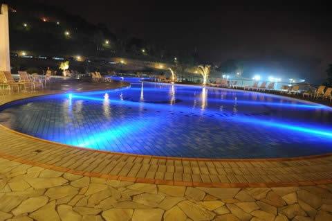 Hotel Villa Di Mantova - A noite a piscina iluminada