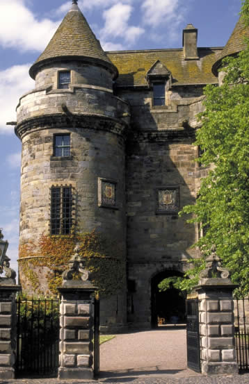 Falkland Palace, castelo favorito de Mary, Rainha dos Escoceses - Mira & Destino - www,miraedestino.com